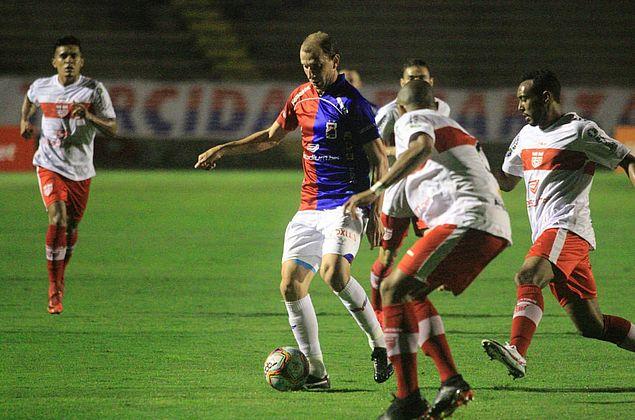 CRB é derrotado por 2 a 0 e vê Paraná assumir a liderança da Série B