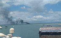 Lancha com quatro pessoas pega fogo na Ilha de Itaparica
