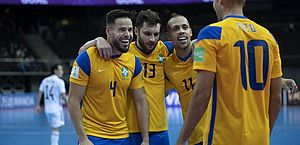 Brasil sofre contra Japão na Copa do Mundo de Futsal, mas vai às quartas