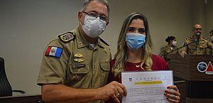 Editora-chefe do programa Fique Alerta recebe Comenda da Polícia Militar
