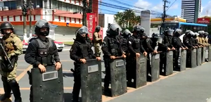 Vídeos: disparos de bala de borracha e feridos em protesto de ex-funcionários da Veleiro
