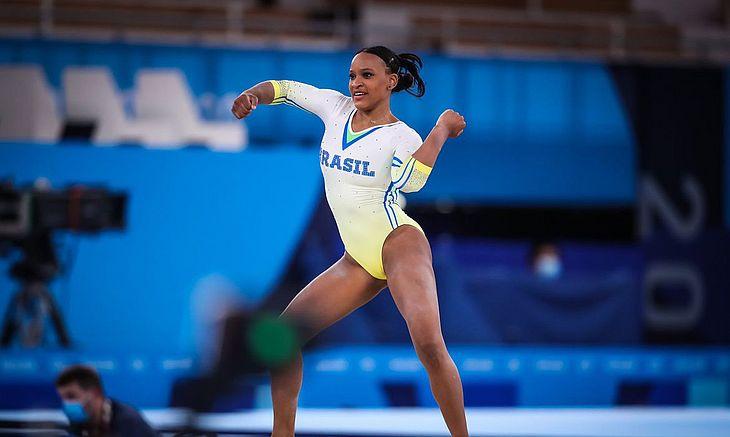 Ginasta vai brigar por medalhas no solo, individual geral e salto