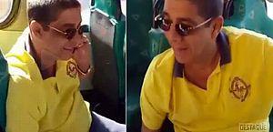 Vídeo: Zeca Pagodinho pega ônibus em Xerém e surpreende passageiros