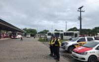 Agentes da SMTT fiscalizam terminais para garantir o cumprimento do decreto governamental
