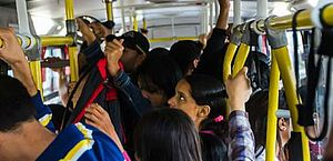 Pesquisa mostra que 97% das mulheres já sofreram assédio em transporte