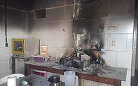 Bombeiros combatem incêndio em cafeteria no interior do Ceará