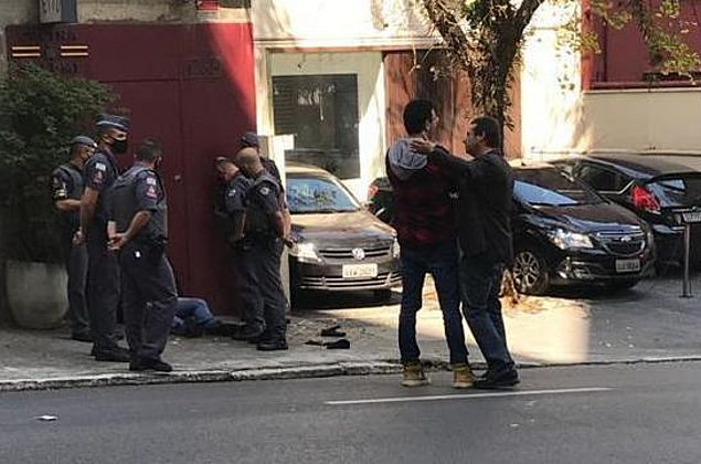 Wajngarten reage a assalto, corre armado e prende homem em São Paulo