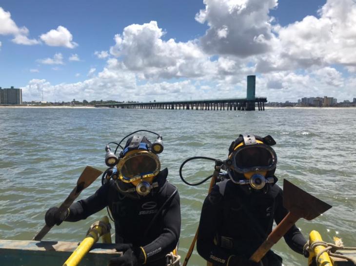 Equipe de mergulhadores especializados em vistorias
