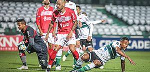 CRB sai atrás, mas busca o empate diante do Coritiba no Couto Pereira