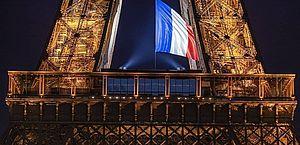 Torre Eiffel é esvaziada em Paris
