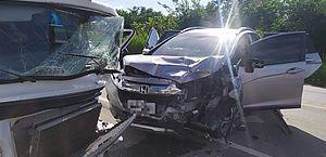 Acidente entre carro e Kombi deixa feridos na AL-101 Norte