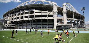 Agnaldo Timóteo vira nome de calçadão em frente ao estádio do Botafogo