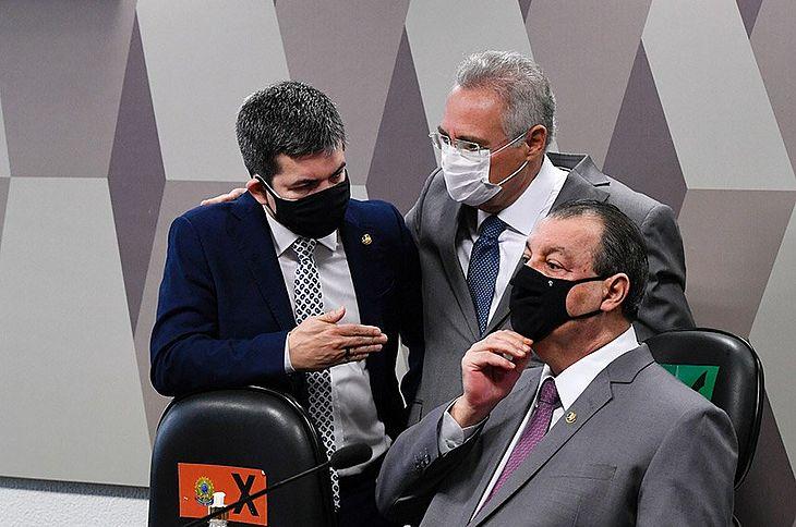 Randolfe Rodrigues, Renan Calheiros e Omar Aziz na reunião desta quinta-feira