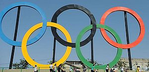 Premiê do Japão lamenta enfrentar pressão para realizar Olimpíada