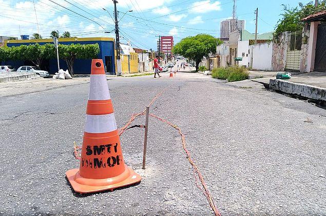 Ruas interditadas no Pinheiro mudam rota de carros e ônibus; entenda o trabalho