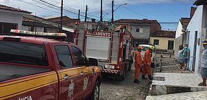 Trancados e caídos no chão de casa, idosos são resgatados por Bombeiros