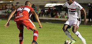 CRB vence o Botafogo-SP após jogar com um a menos desde o 1º minuto