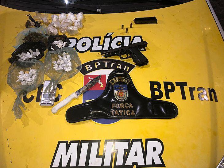 Drogas, balança e pistola foram encontrados com suspeito