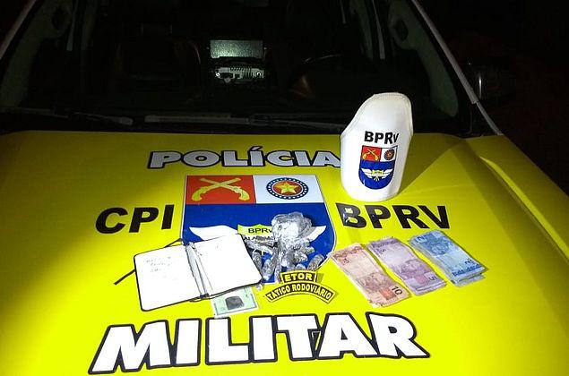 Homem foge ao avistar viatura da polícia e é preso por tráfico de drogas em Arapiraca