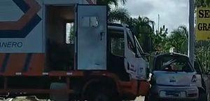 Acidente entre carros e caminhão deixa dois feridos na Avenida Menino Marcelo