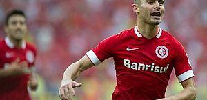Meia Alex, ex-Inter e Corinthians, confirma aposentadoria aos 36 anos