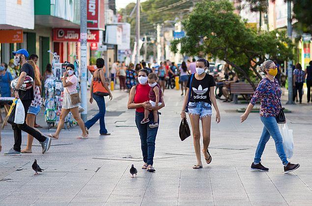 """Comitê científico alerta para possível """"efeito bumerangue"""" com reabertura em Maceió e outras capitais"""