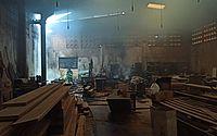 Princípio de incêndio atinge madeireira em Maceió