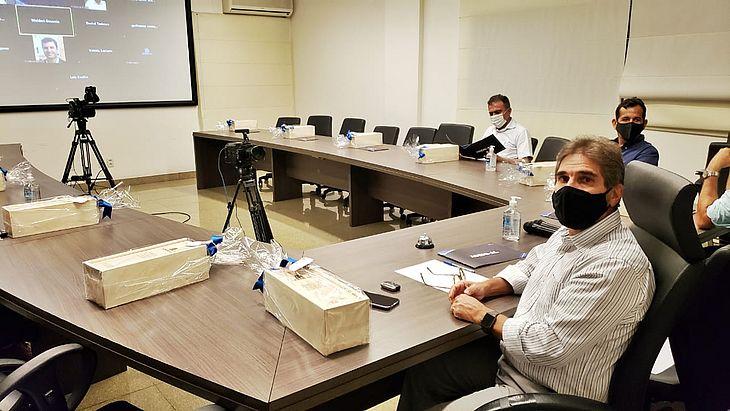 Jubson Uchôa, presidente da Ademi-AL (à direita) comanda a sessão virtual em comemoração aos 40 anos da entidade