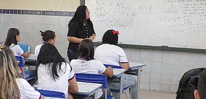 Professores e alunos de escolas sofrem com violência