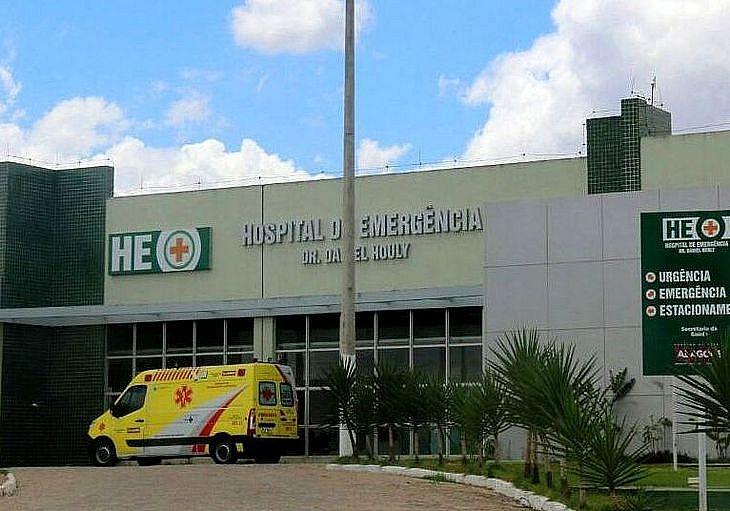 Suspeito baleado foi atendido no HEA