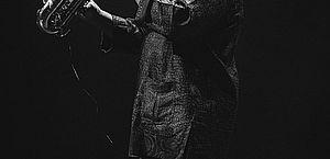 Manu Dibango, lenda do jazz, morre após ser diagnosticado com Covid-19