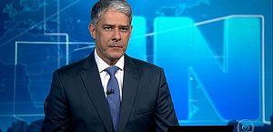 'Estamos esgrimando com loucos', desabafa William Bonner no JN sobre fake news; assista