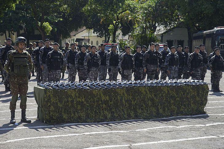 entrega de Fuzis ao exército no Rio de Janeiro