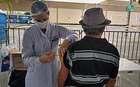 Vacinação 'drive-thru' é suspensa e segue nas escolas e unidades de saúde