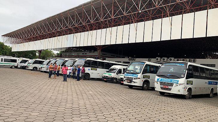 Veículos estão já estão  estacionadosno Terminal Rodoviário de Maceió, no Feitosa