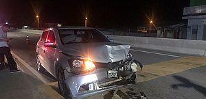 Carro atinge traseira de outro e um fica ferido em Campo Alegre