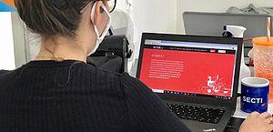 Parceria entre Governo e startup oferece 10 mil bolsas gratuitas em cursos de tecnologia