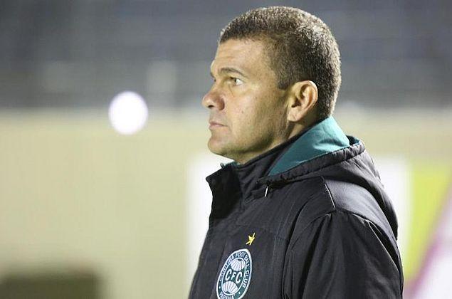 Coritiba demite técnico Umberto Louzer após derrota para CRB