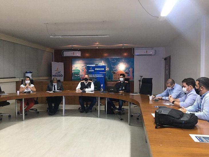 Procon Maceió já se reuniu com representantes da BRK Ambiental, na sede da Prefeitura de Maceió