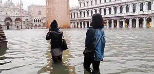 Veneza está em alerta máximo com previsão de subida do nível das águas
