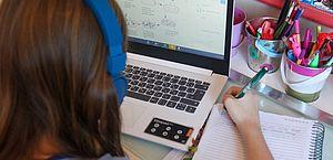 Proposta prevê educação híbrida no ensino médio, com uso de tecnologia