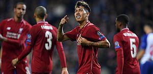 Firmino comemora um dos gols na goleada sobre o Porto