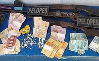 Homem é preso com espingardas, munições, drogas e cerca de R$ 3.300