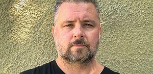 Roteirista de 'Law & Order' é demitido após ameaçar manifestantes dos EUA com rifle