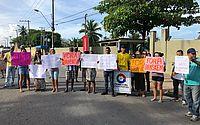 Protesto foi realizado nesta manhã