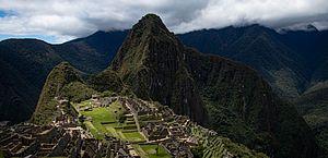 Turistas são presos por danificar templo e defecar em Machu Picchu; há brasileiro no grupo