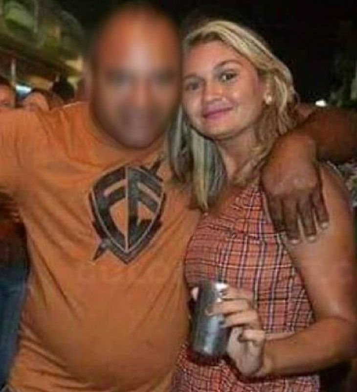 Eduarda em foto de redes sociais ao lado do esposo