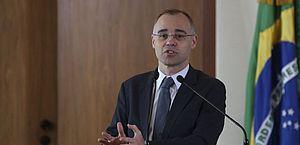 Comissão ouve ministro da Justiça sobre relatório com dados de opositores do governo