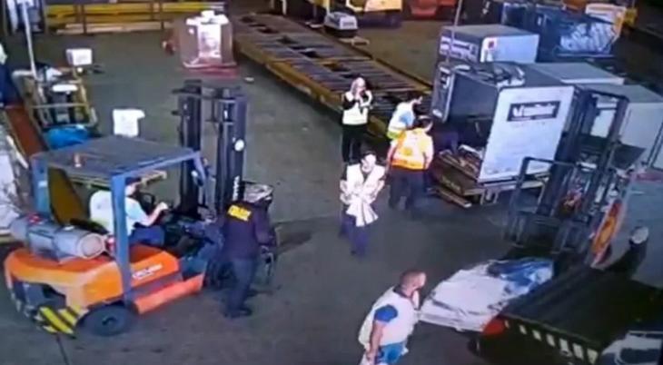 Imagens mostram criminosos roubando carga com ouro de dentro do aeroporto internacional de Cumbica, em Guarulhos (SP), em julho de 2019