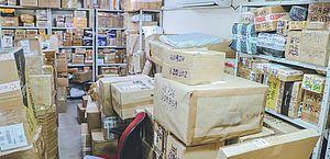 As fotos foram realizadas antes da pandemia, mostrando as mercadorias que foram retidas nos Correios